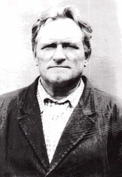 Фадеев Валентин Петрович родился 16 июня 1925 года в селе Собакино в семье колхозников. Окончил 5 классов. До призыва в армию работал молотобойцем. - fadeev_valentin_petrovich